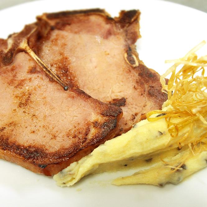 Chuletas de Sajonia con falso puré trufado
